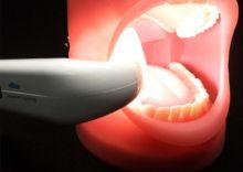 Intraorální přenosné světlo eBite - pomocná stomatologická lampa